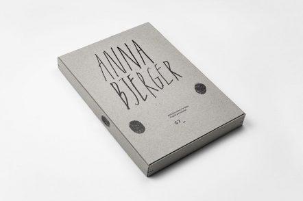 Scandinavian设计公司精装书的设计案例图
