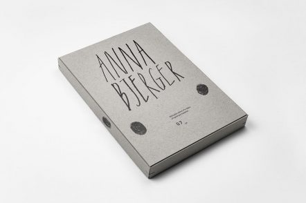 Scandinavian设计公司精装书的设计案例