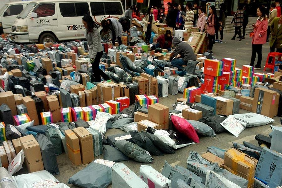 大部分快递包装都使用了塑料袋